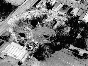 Major sinkhole event in Winter Park, Florida, USA (1981).